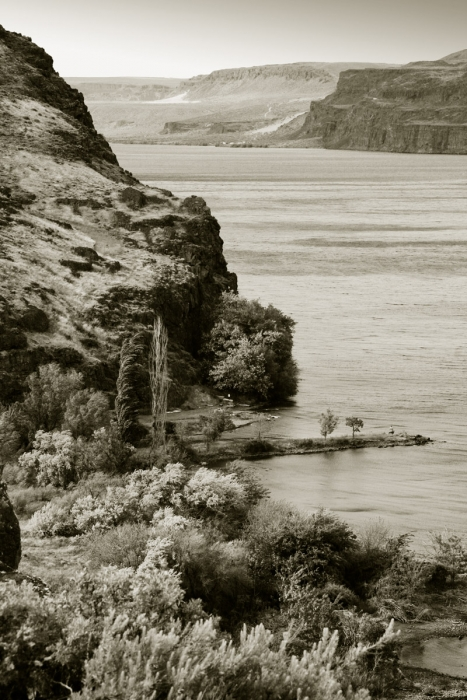Columbia River and rock formations, Eastern Washington